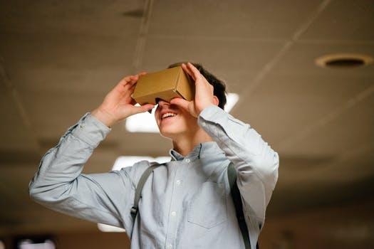VR pic boy